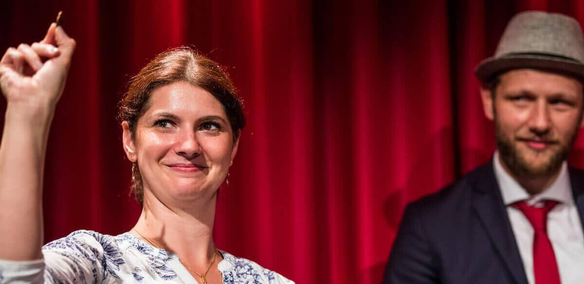 Im Zaubertheater Wuppertal gibt Jan Philip Wiepen Einblicke in die Zauberkunst